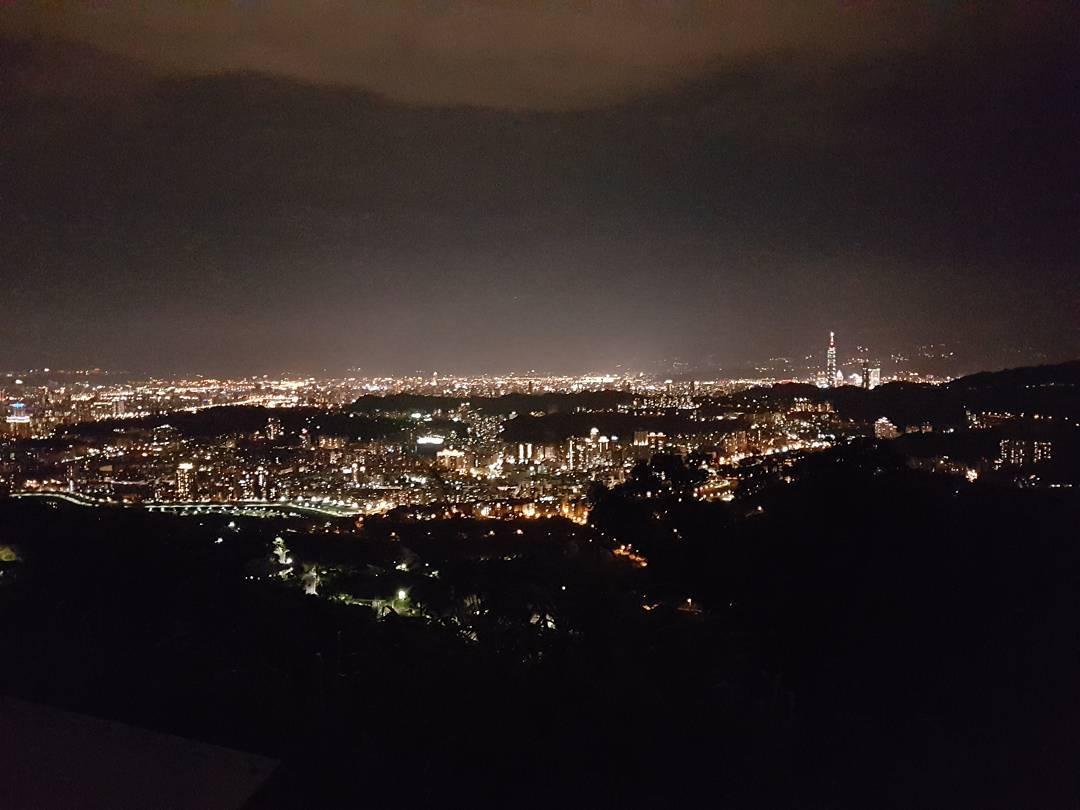 猫空夜景-台湾精彩行程
