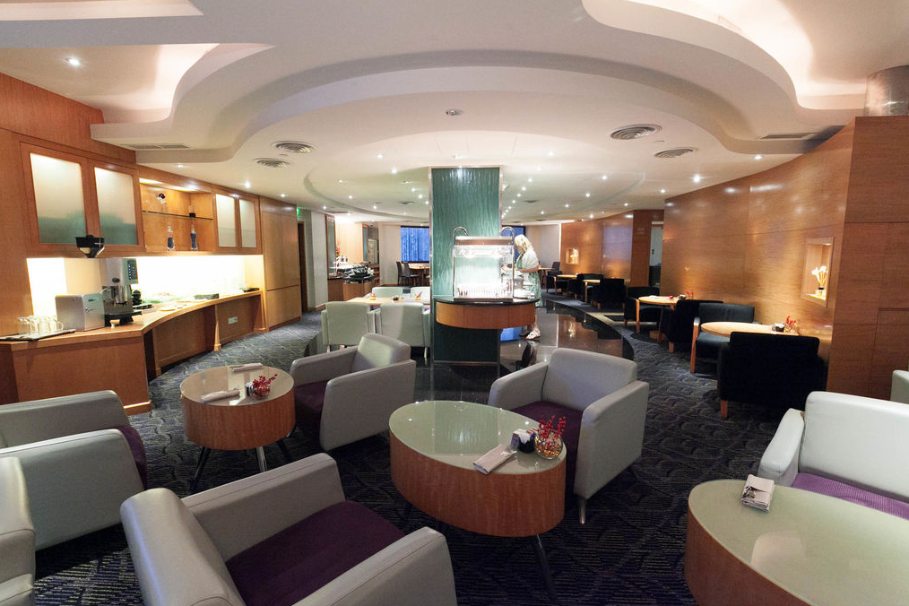M 酒店休息室