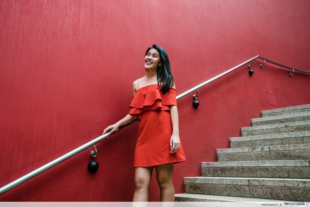 鲜红荷叶边裙