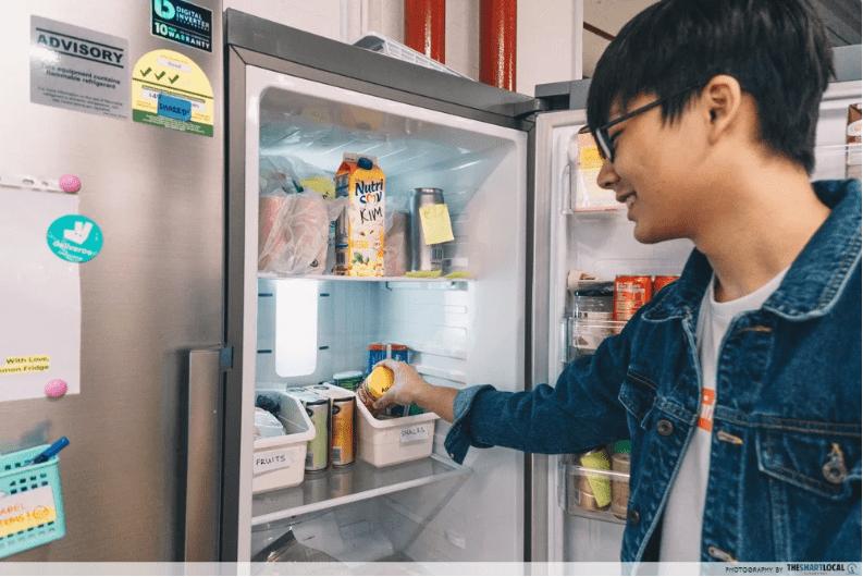 清洁冰箱背面